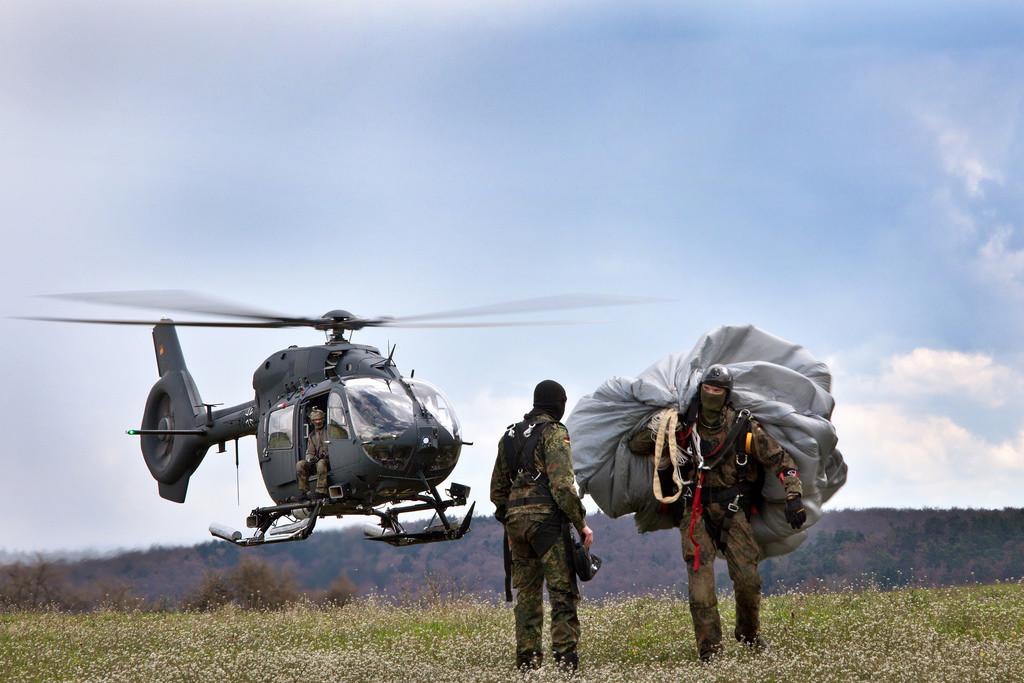 Leichter Mehrzweckhubschrauber H145M LUH SOF bei einem Trainingsflug (Quelle: flickr)