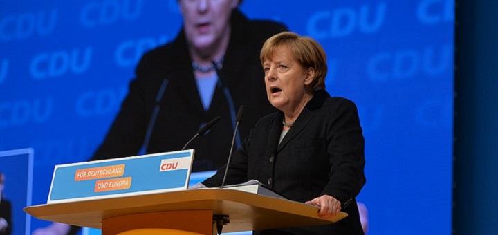 Olaf Kosinsky, 2015-12-14 Angela Merkel CDU Parteitag by Olaf Kosinsky -12, Format von JD, CC BY-SA 3.0 DE