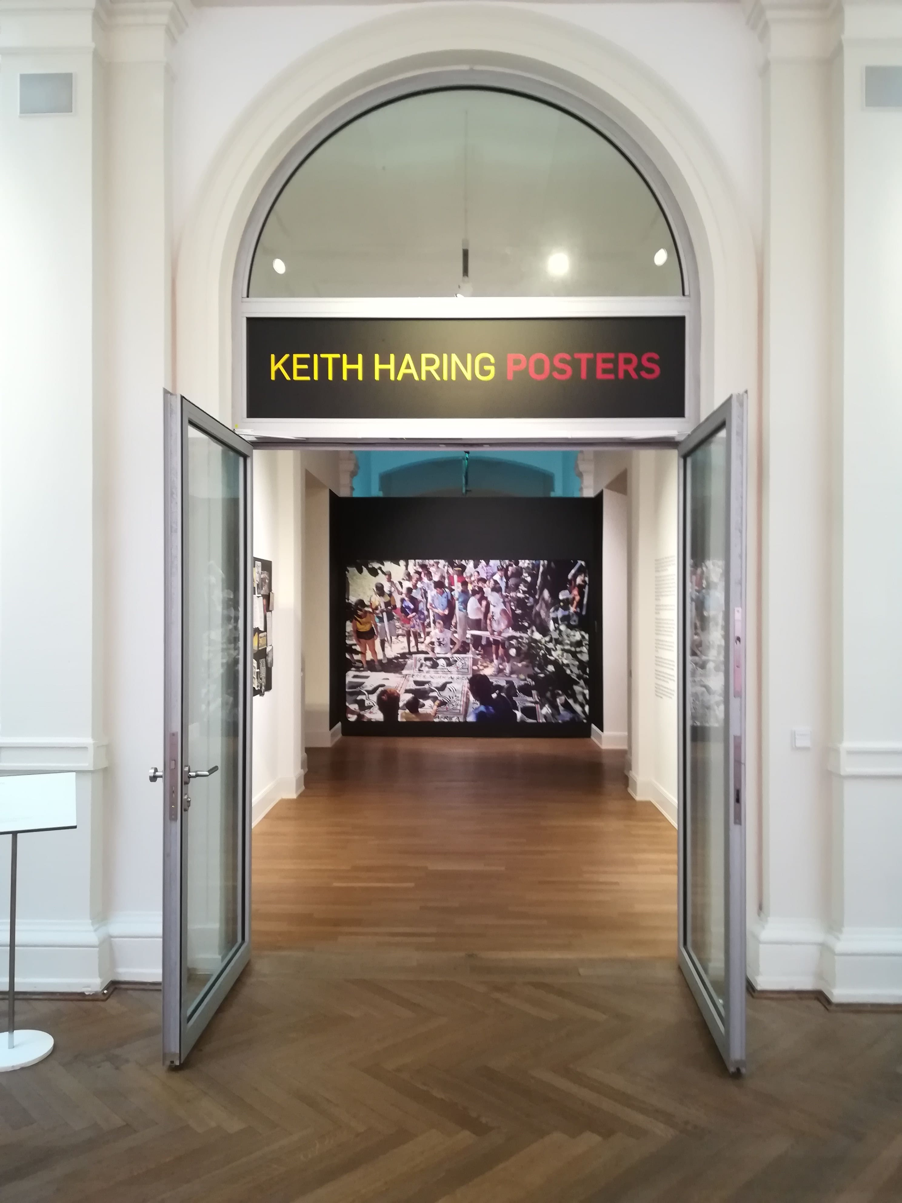 keith haring posteraustellung im museum f r kunst. Black Bedroom Furniture Sets. Home Design Ideas
